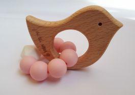 GRYZAK drewniany silikon na ząbkowanie 3M+. Różowy ptaszek. Zabawka sensoryczna. PASTEL WOOD