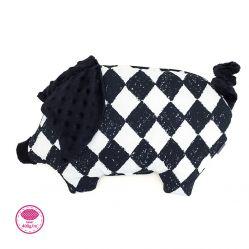 Świnka chudzinka płaska poduszka dla niemowląt. Makaszka. Wzór szachownica